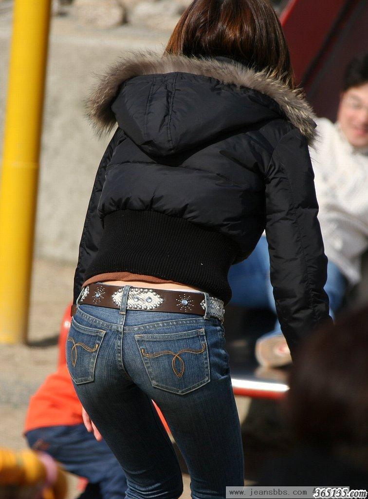 性感、紧身、翘臀牛仔裤美女图片(偷拍)大集合