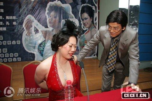 芙蓉姐姐被帅哥迷晕 玲珑曲线挑逗陈晓东图片