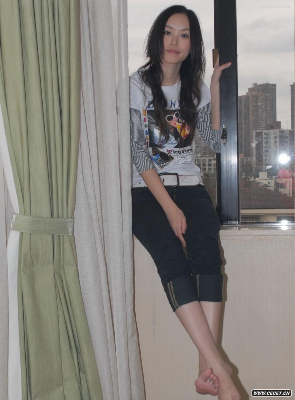 紧身牛仔短裤_密云的女网友自拍 - 中国娱乐资讯网CECET.CN
