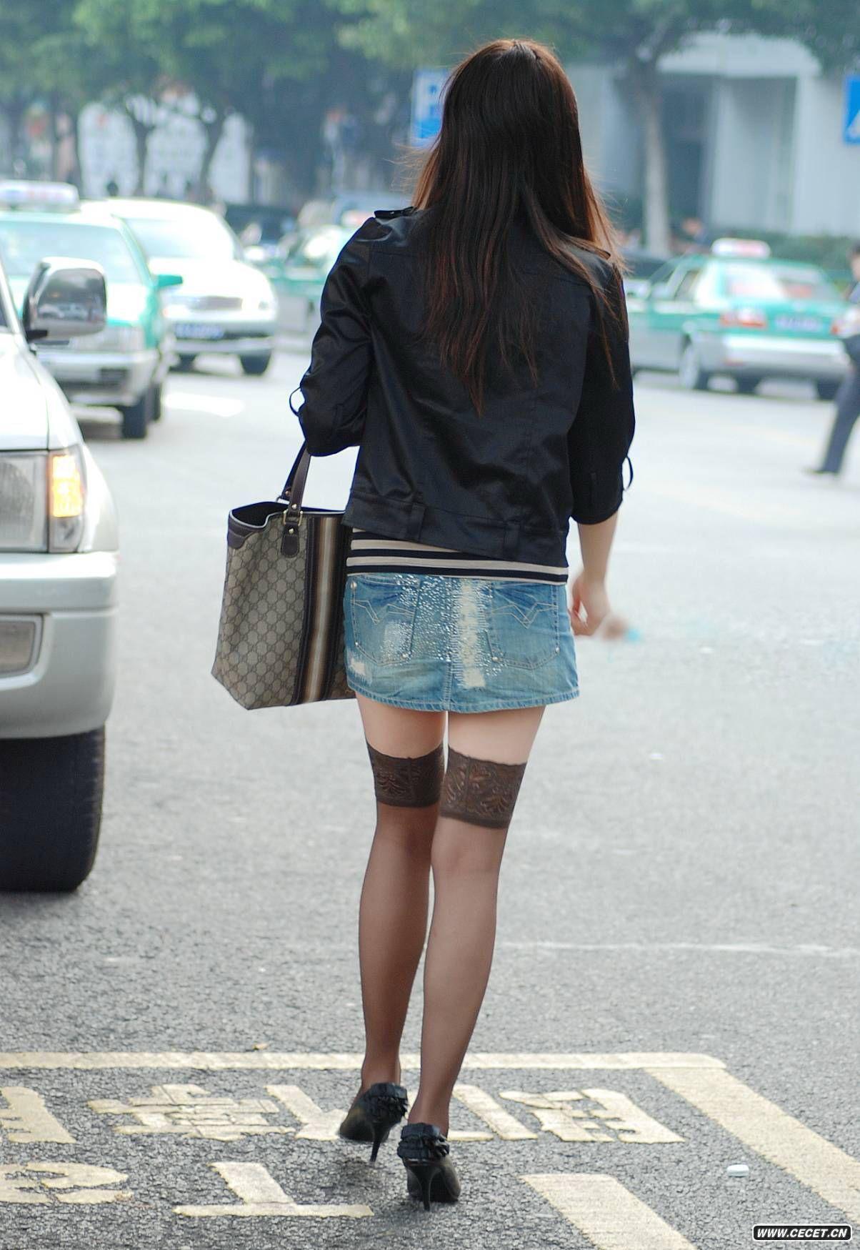 紧身牛仔短裤_极品少妇的蕾丝边棕色长筒袜 - 中国娱乐资讯网CECET.CN
