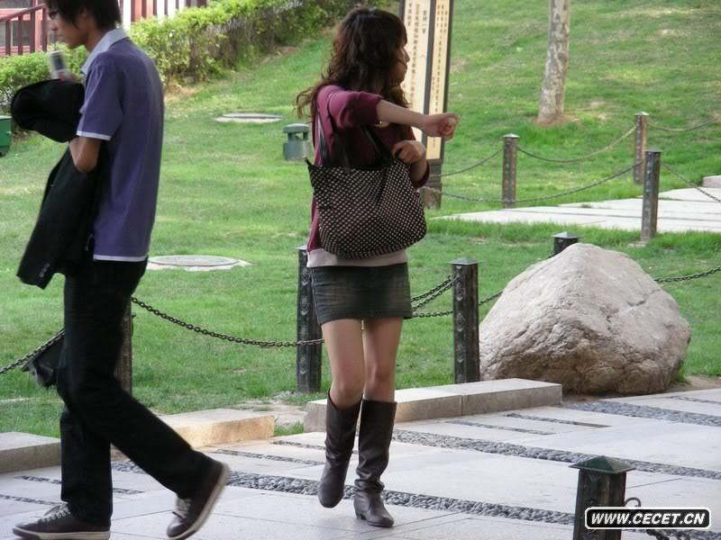 街拍长靴牛仔短裙美女