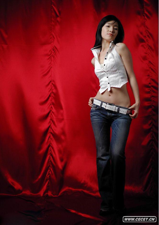 紧身牛仔短裤_美女大学生拍的艺术照 - 中国娱乐资讯网CECET.CN