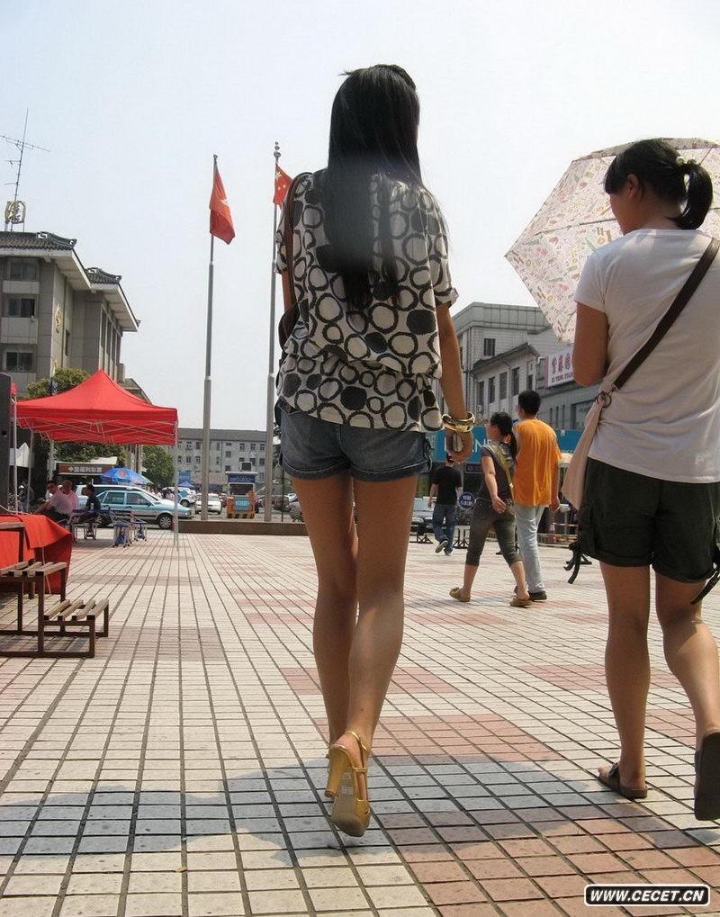极品街拍长腿美女 短裙超短还被cd