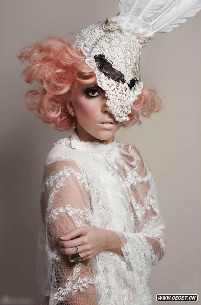 lady gaga雷人照_Lady Gaga最新封面照 夸张帽子雷人抢镜 - 中国娱乐资讯网CECET.CN