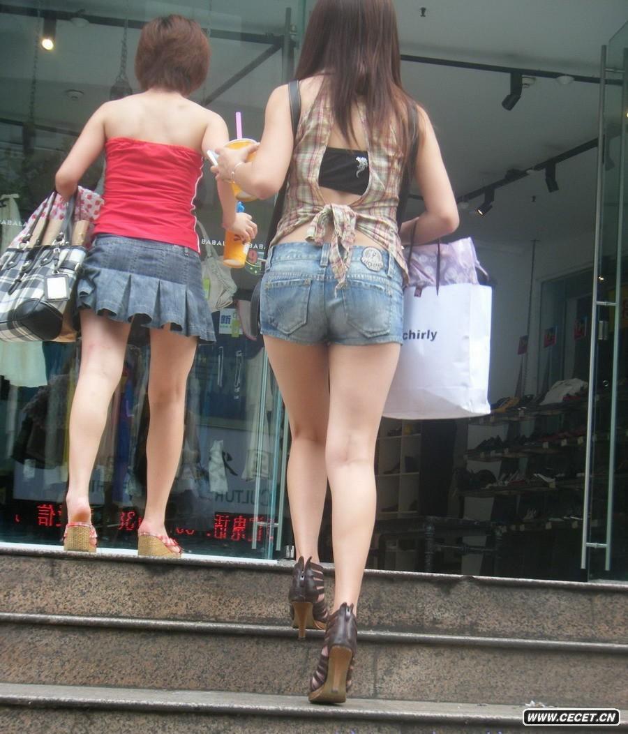 抓拍两个清凉装女孩 - 酷爱熟女 - 酷爱熟女