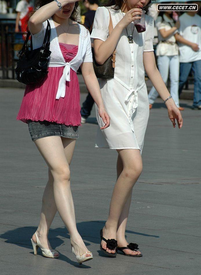 街拍黑色超短裙时尚美女 2 123街拍网