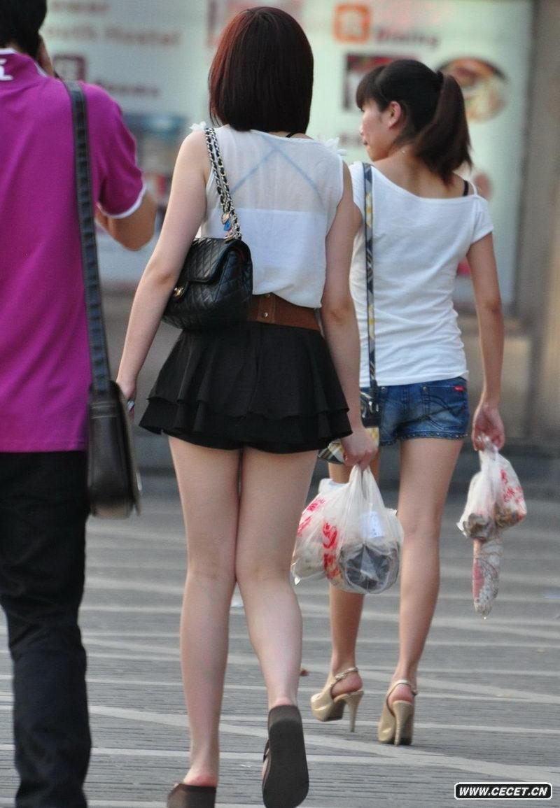 中国娱乐资讯网_沙坪坝街拍超短裙美女 - 中国娱乐资讯网CECET.CN