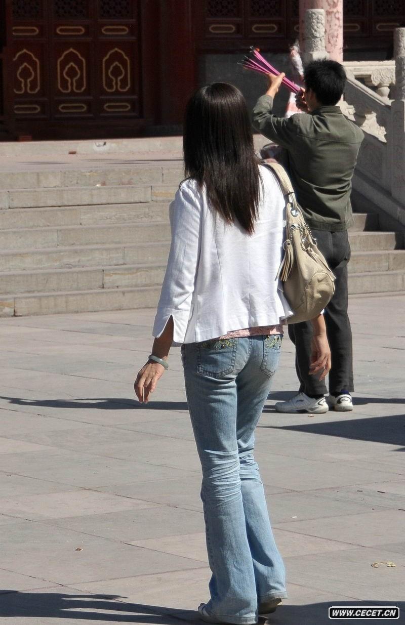 天津街拍牛仔裤女孩图片