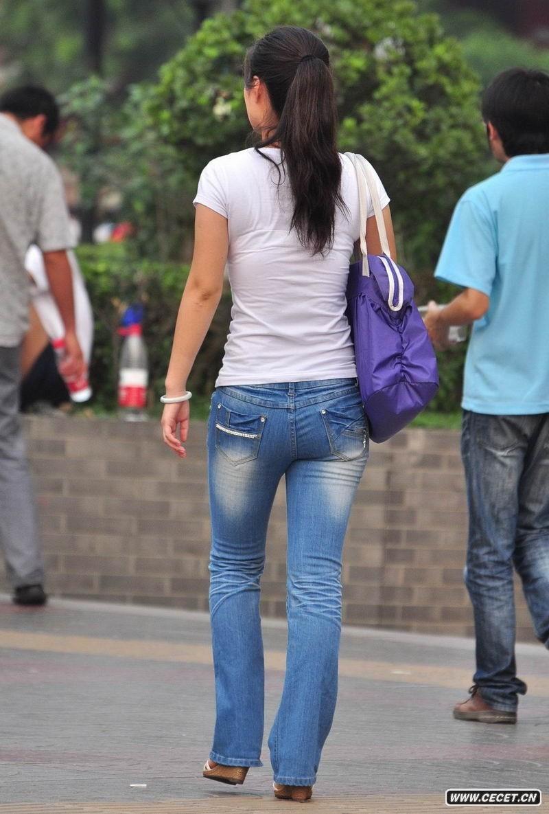 华为美女玉足网盘女神街拍牛仔裤翘臂时代|华为美女