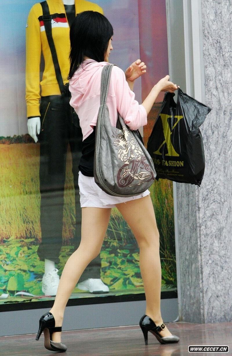 逛商场的清凉长腿女孩_逛商场的好身材美女 - 中国娱乐资讯网CECET.CN