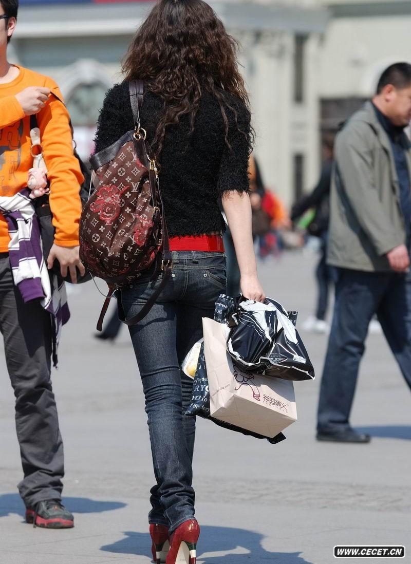 街拍女牛仔裤裆部图_街拍紧身裤裆部_街拍丝袜裆部 ...