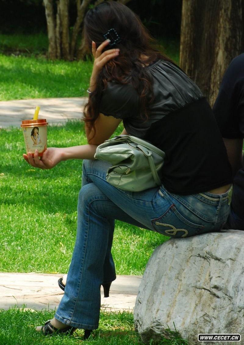 朝阳公园街拍牛仔姐姐图片