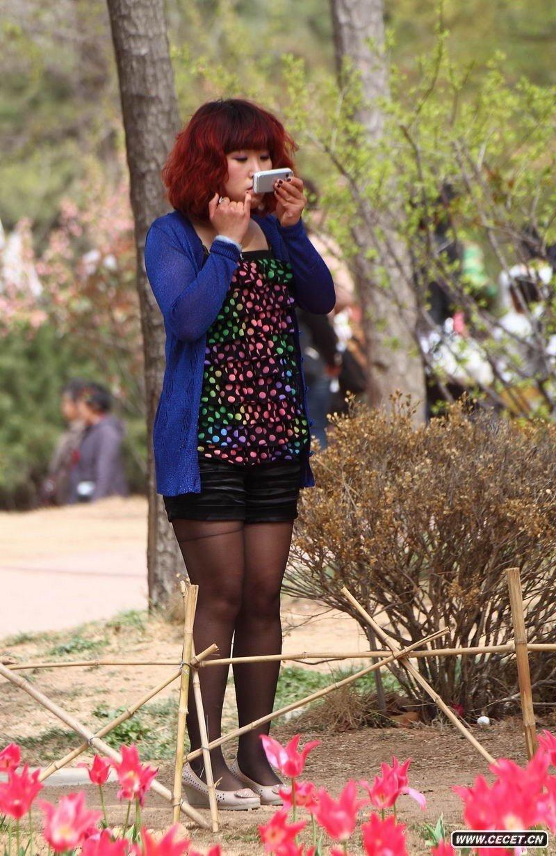 八一公园街拍黑丝美腿图片
