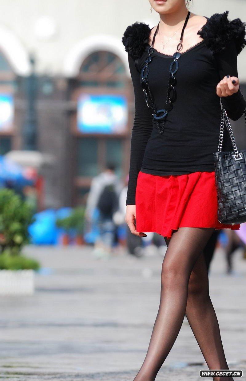 天津广场街拍黑丝姐姐图片