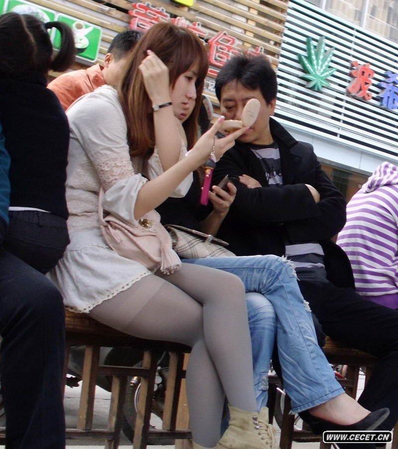 中国娱乐资讯网_街拍七分紧身裤女孩中国娱乐资讯网CECET
