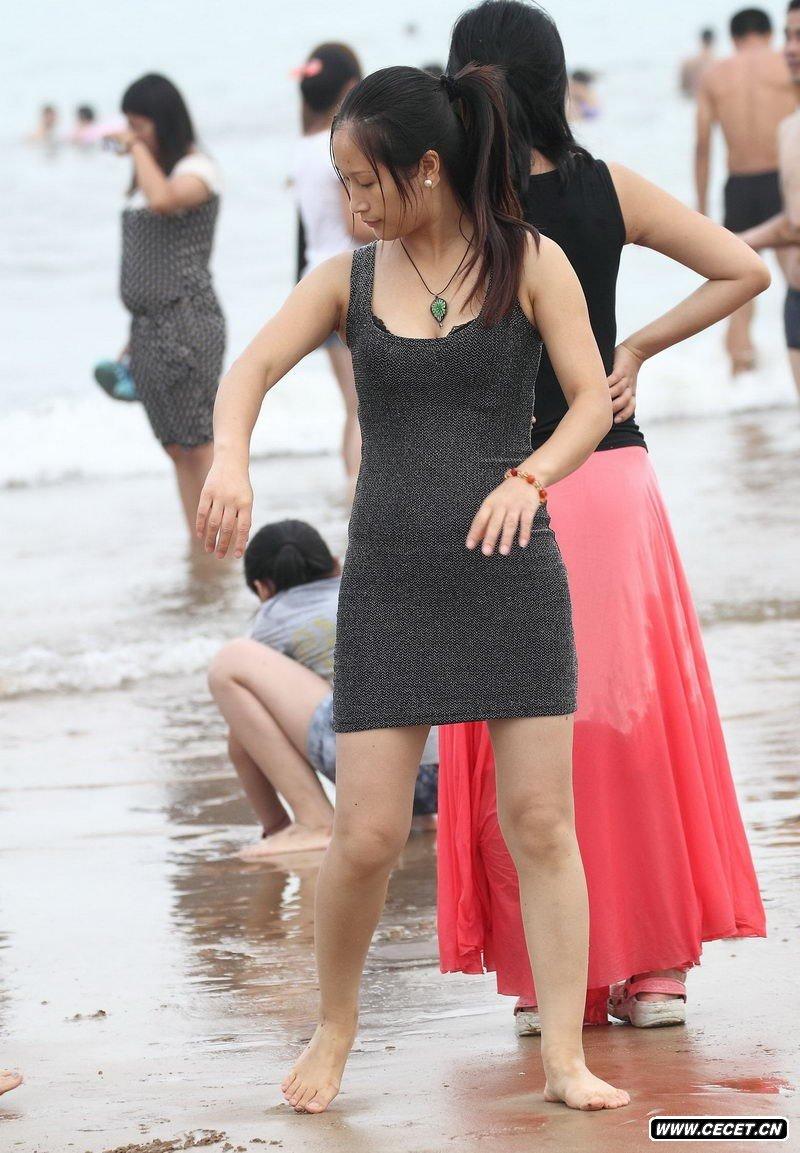 青岛汇泉湾沙滩抓拍的女孩 - 酷爱熟女 - 酷爱熟女