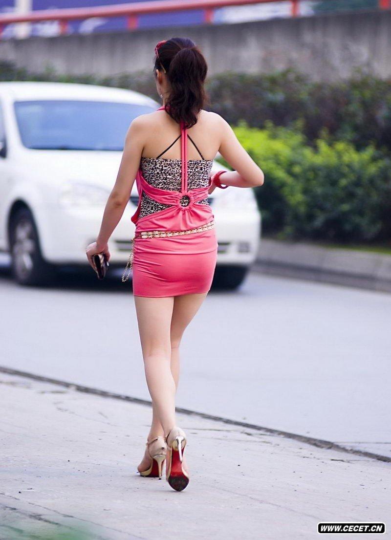 泰华商城南门街拍打车的美女 - 酷爱熟女 - 酷爱熟女