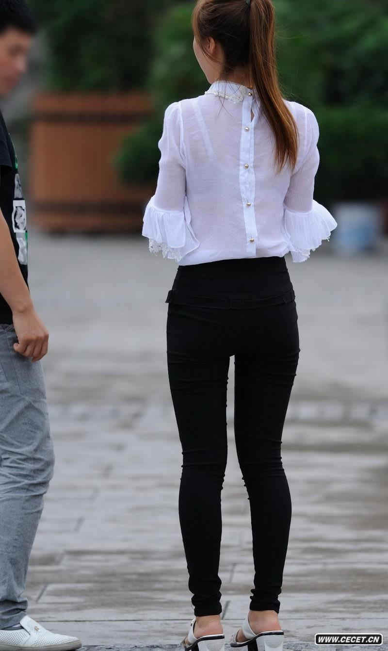 街拍紧身牛仔裤好身材美女