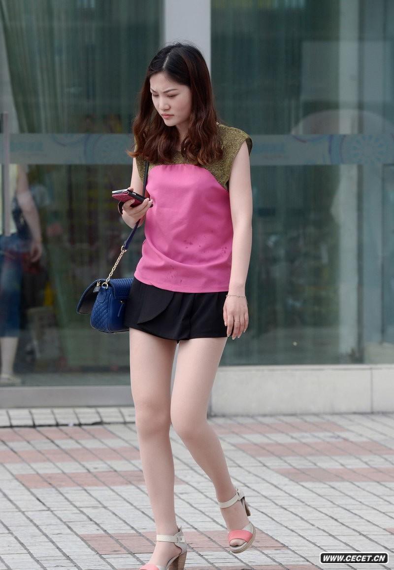 娱乐资讯_宜春街拍长发美腿少女中国娱乐资讯网色