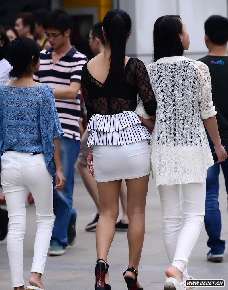 重庆街拍的白色小短裙川妹子图片