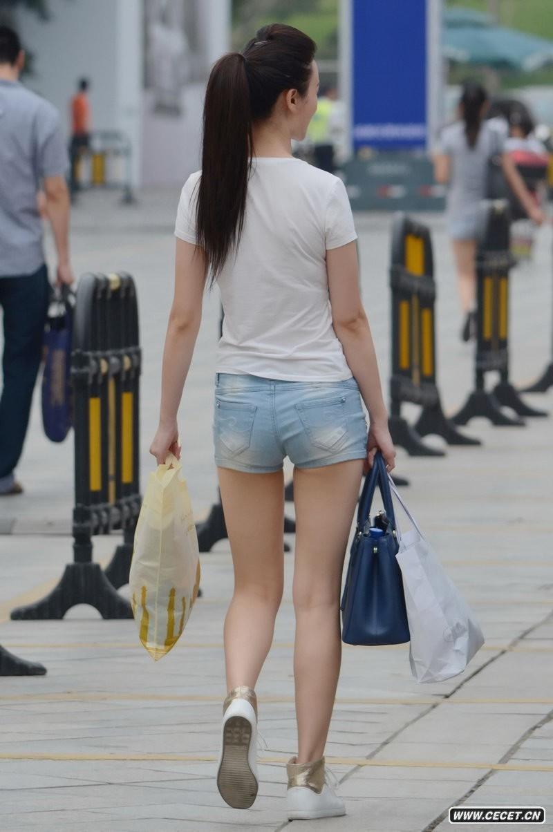 中国娱乐资讯网_情侣屋檐下躲雨的不雅行为中国娱乐资讯网C