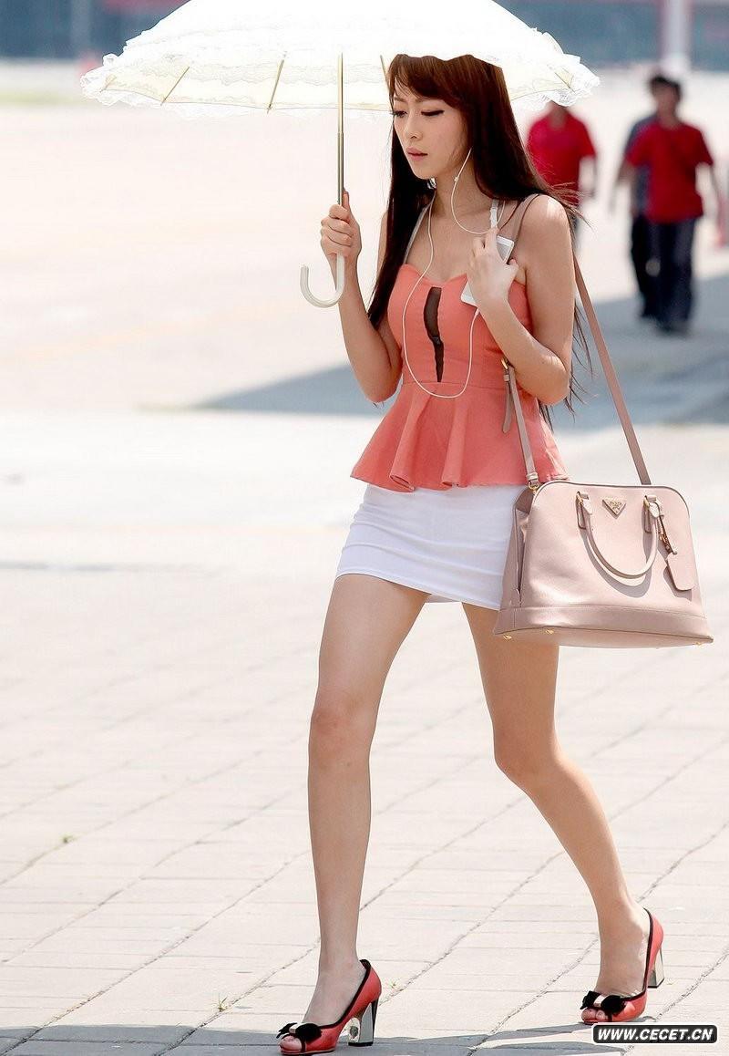 中国娱乐资讯街拍_中华路街拍白色薄纱极品美眉中国娱乐资讯网