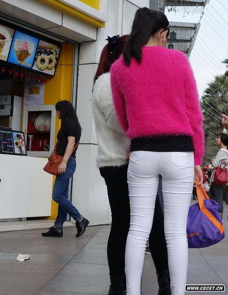 中国娱乐资讯紧身裤女生_奶茶店街拍的白色紧身裤女生中国娱乐资讯网