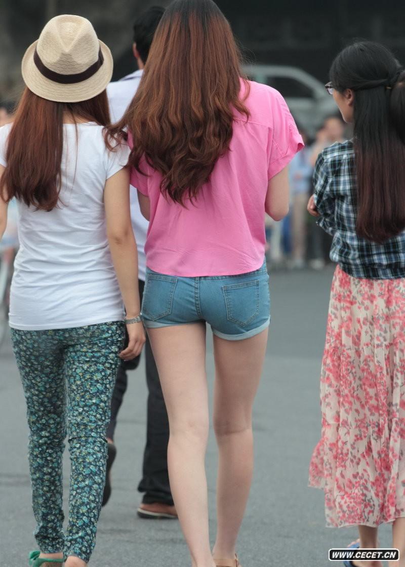 卷边牛仔短裤图片_