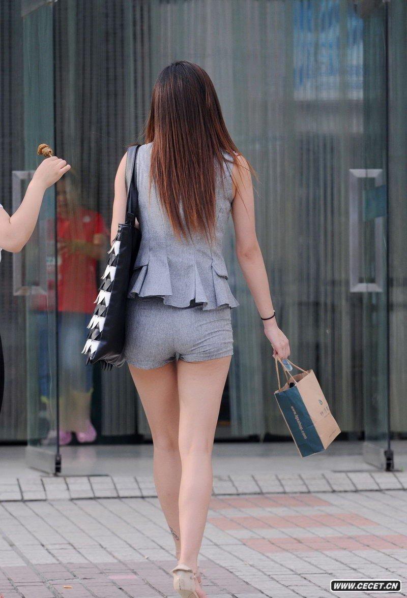 街拍长腿超短热裤都市时尚美女