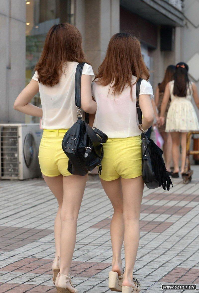 中国娱乐资讯街拍_工体东路街拍性感牛仔裤美女中国娱乐资讯网
