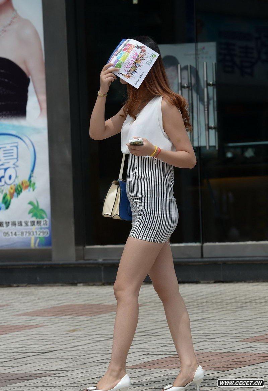 中国娱乐资讯网_夏季街拍的时尚城市美女们中国娱乐资讯网C