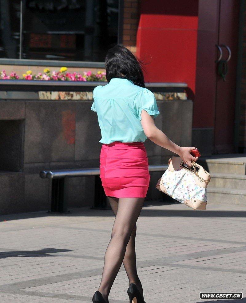 兰州新百街拍的黑丝袜美女 中国娱乐资讯网C