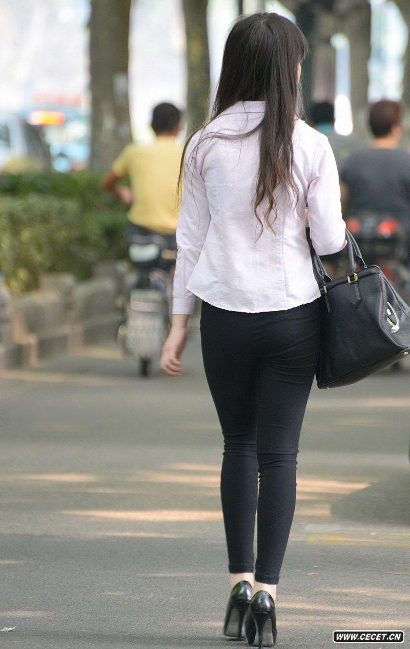 金山南路街拍的黑色紧身裤妹子图片