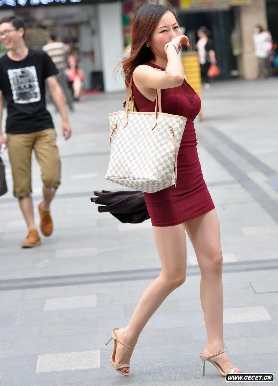 新款女夏装欧美风连衣裙大牌黑白条纹性感交叉修身连衣裙谁有真实街拍