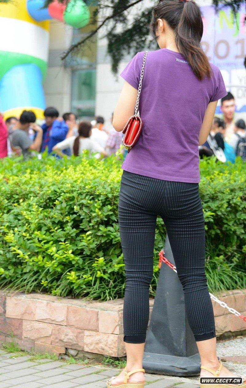 街拍美女紧身裤图_【转载】街拍绿衣白紧身裤美女
