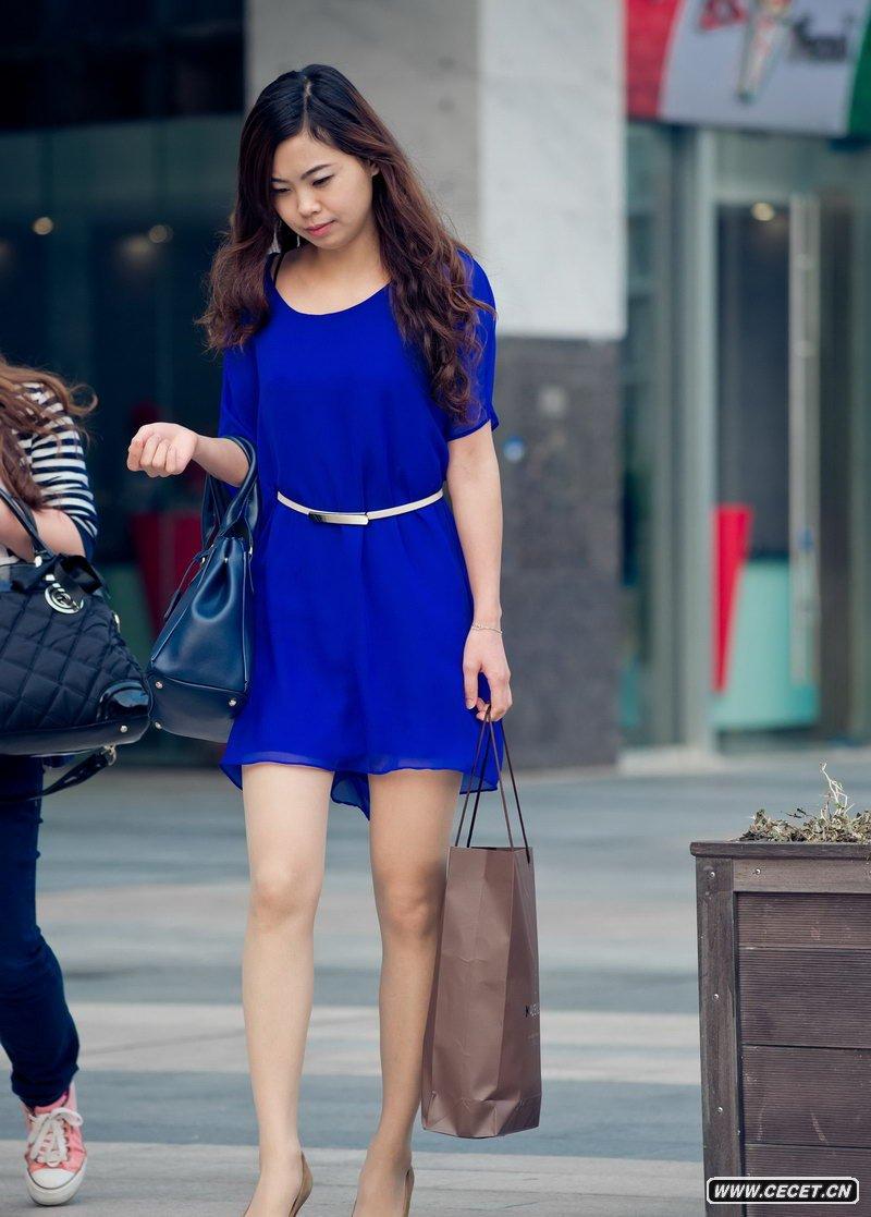中国娱乐资讯街拍_成都街拍一组时尚好身材妹子中国娱乐资讯网