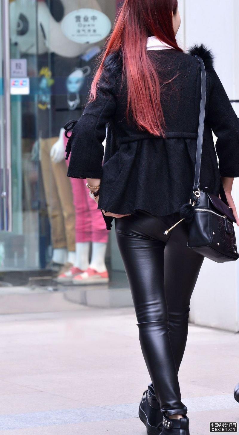 街拍黑色紧身皮裤时尚美女图片