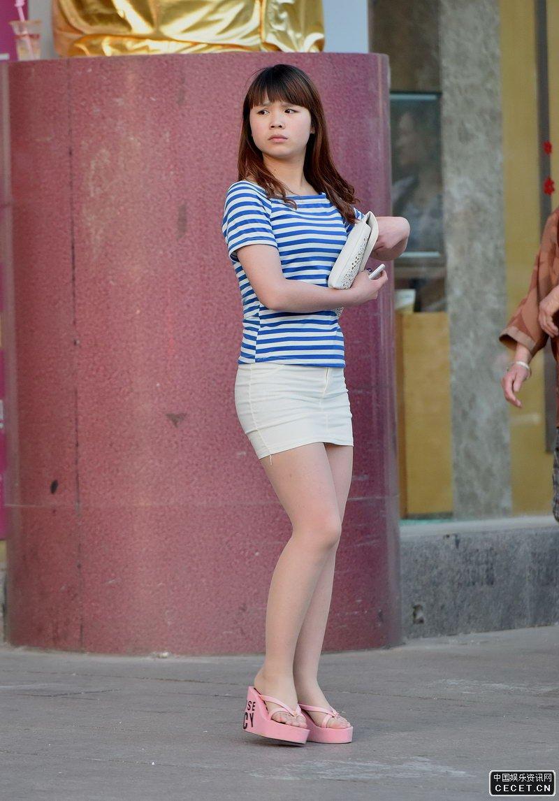 短裙丝袜_街拍的白色紧身短裙丝袜妹妹 - 中国娱乐资讯网CECET.CN