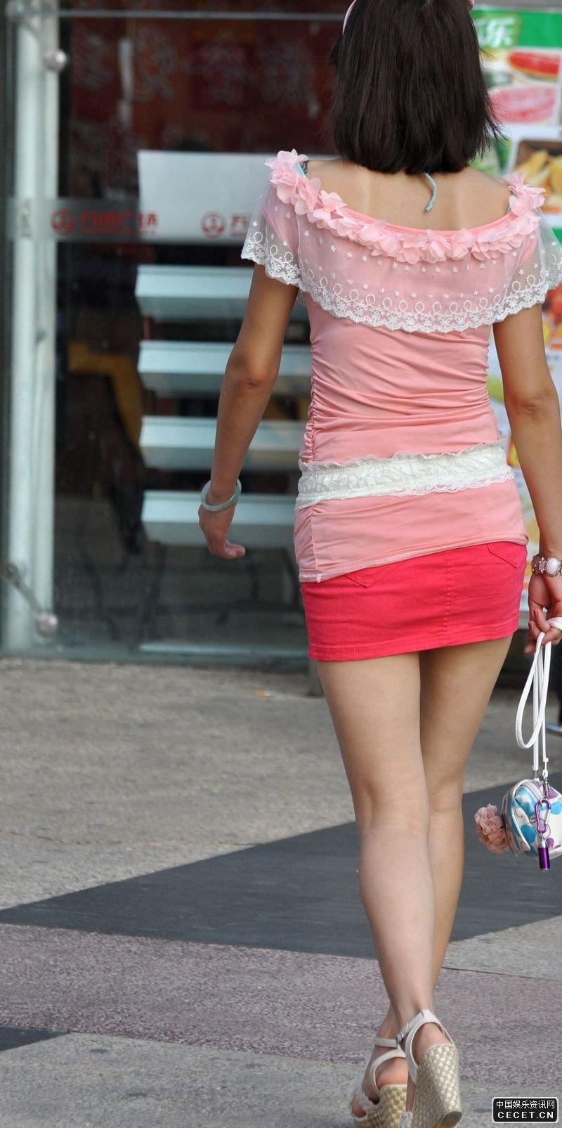 街拍的紧身超短裙漂亮裸腿美眉图片
