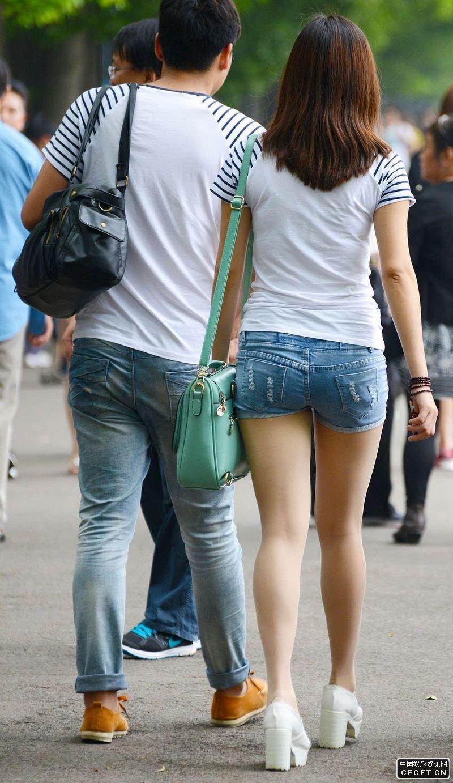 天津街拍的一组美腿妹子们图片
