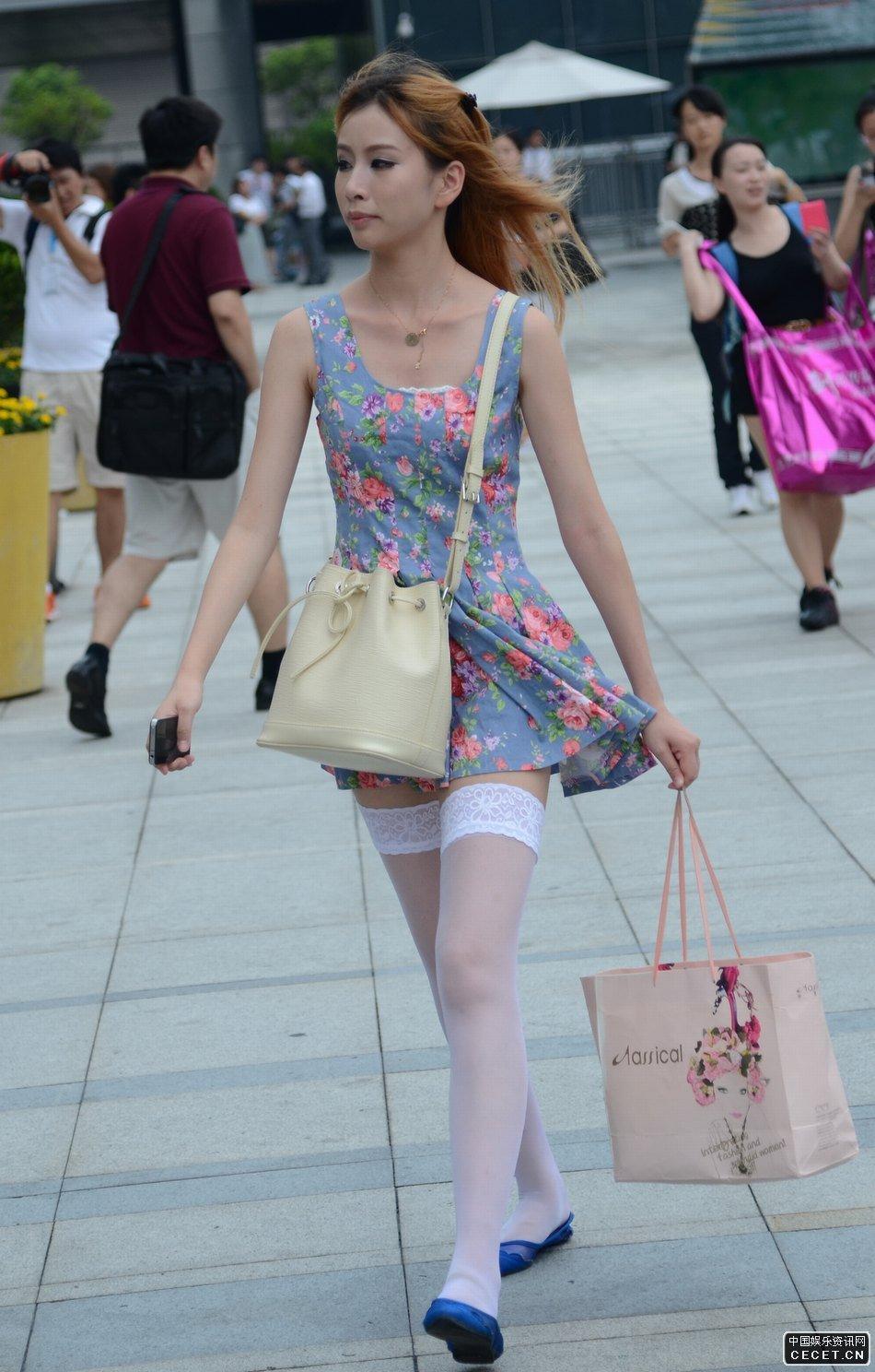 二次元白长筒袜美女