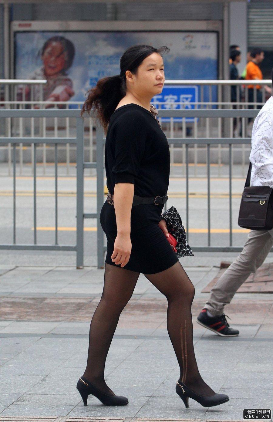 天津街拍的一组黑丝袜妹子们图片