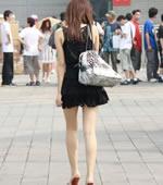 会展场外抓拍黑裙MM