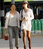 白裙黑丝袜女孩