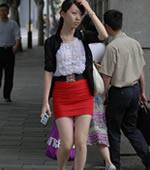 红色超短裙美腿女孩