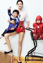 王媛可携儿子拍摄写真
