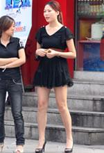 黑色裙装美女白皙的美