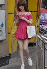 街拍的吊带蓬松短裙肉