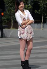 街拍的粉红丝袜热裤短