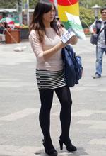 广场街拍的包臀短裙黑